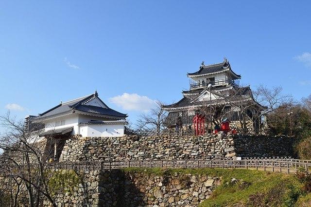 1024px-Hamamatsu_Castle,_enkei-3.jpg