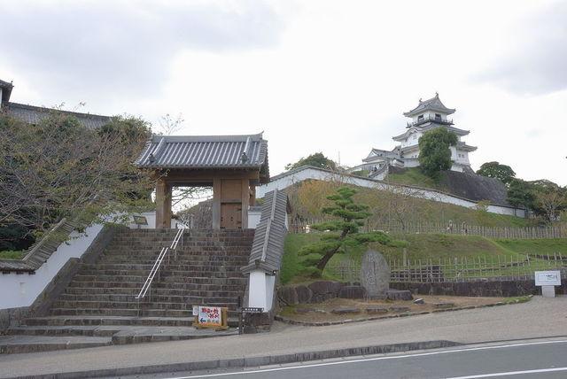 1024px-Kakegawa_castle.jpg