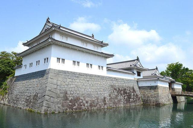 1024px-Sunpu-castle_tatsumi-yagura.jpg