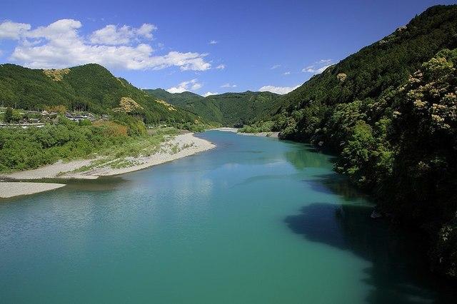1024px-Tenryū_River,_Tenryū_Ward_Hamamatsu_2012.jpg