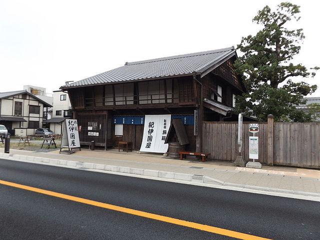 800px-Kinokuniya,_Former_Inn_at_Arai-juku,_Kosai_city.jpg