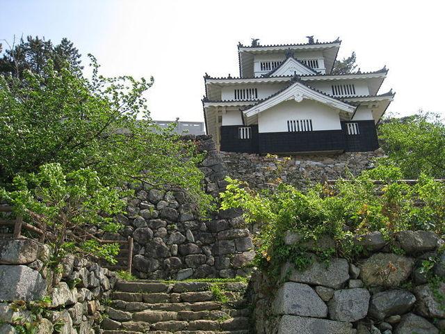 800px-Yoshida_Castle_(Aichi)_3.jpg